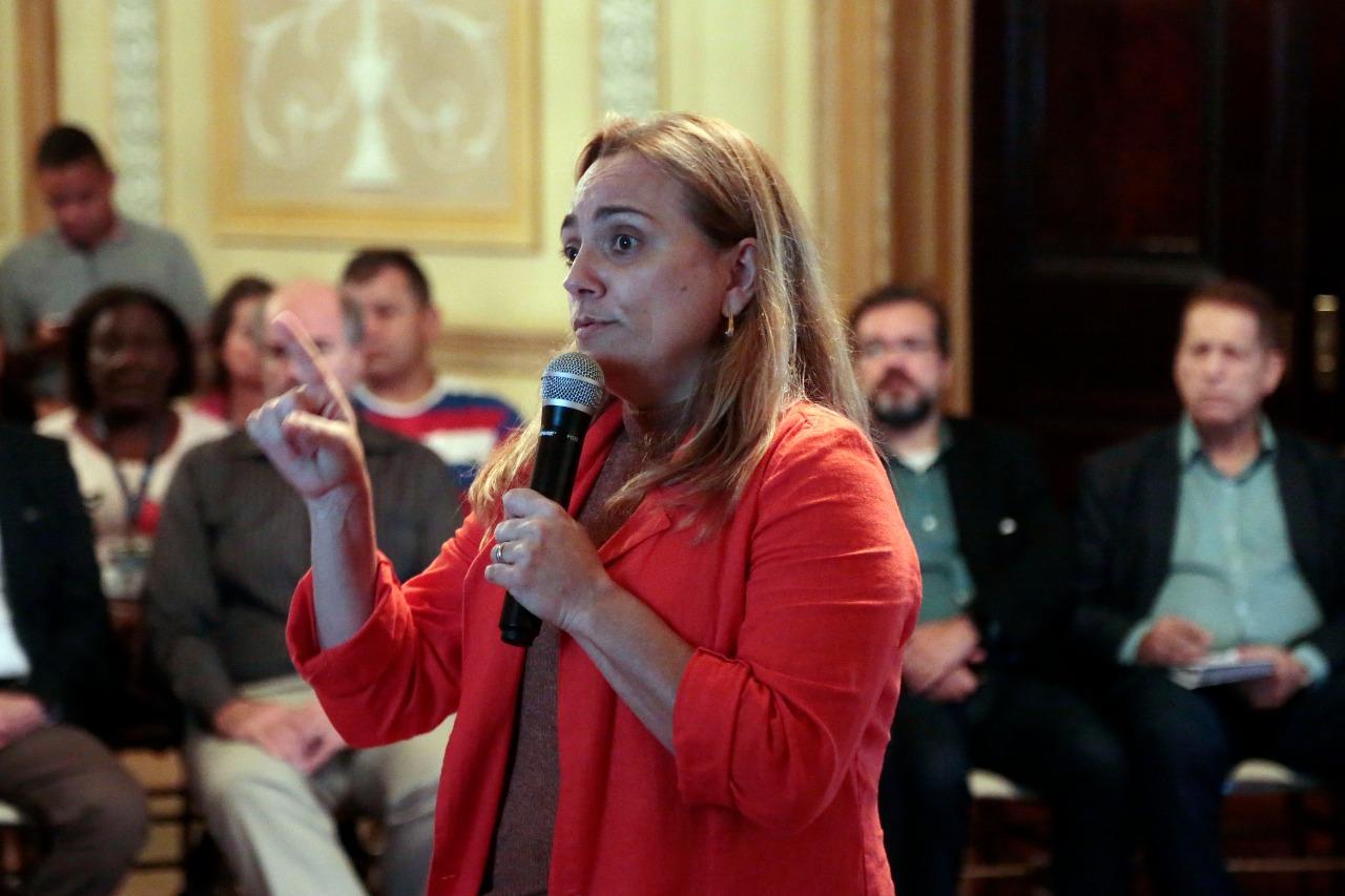 Andrea Pulici, coordenadora de projetos especiais do IPP, apresenta os resultados do programa Territórios Sociais. Foto: Marcos de Paula/Prefeitura do Rio